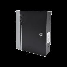 Controlador de acceso de 4 puertas/10,000 tarjetas/50,000 eventos, incluye gabinete y fuente de alimentación.
