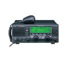 Radio Móvil  HF, 150W PEP inferior a 24MHz, 60W PEP superior a 24MHz, Modos de operación SSB,AM,CW,FSK,AFSK,RTTY, 150 canales, cabezal remoto, gran pantalla de matriz de puntos de fácil acceso incluye micrófono y cable de alime