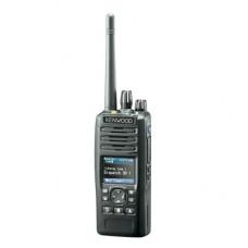 136-174 MHz, 6 W, Display a color, Bluetooth, GPS, MicroSD, 1024 Canales, Incluye Batería, Antena, cargador y clip.