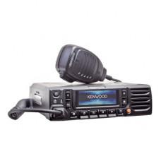 136-174 MHz, 50 W, Bluetooth, GPS, Cancelación de Ruido, 1024 Canales, NXDN-DMR-P25-Análogo. Incluye Accesorios